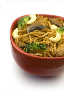 Broccoli, Mushroom and Cashew Noodle Stirfry
