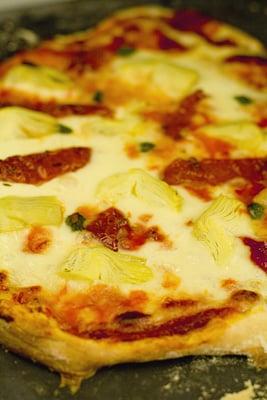 Globe Artichoke & Sundried Tomato Pizza