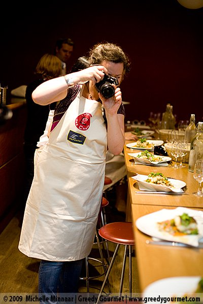 Niamh from Eat Like A Girl taking photos