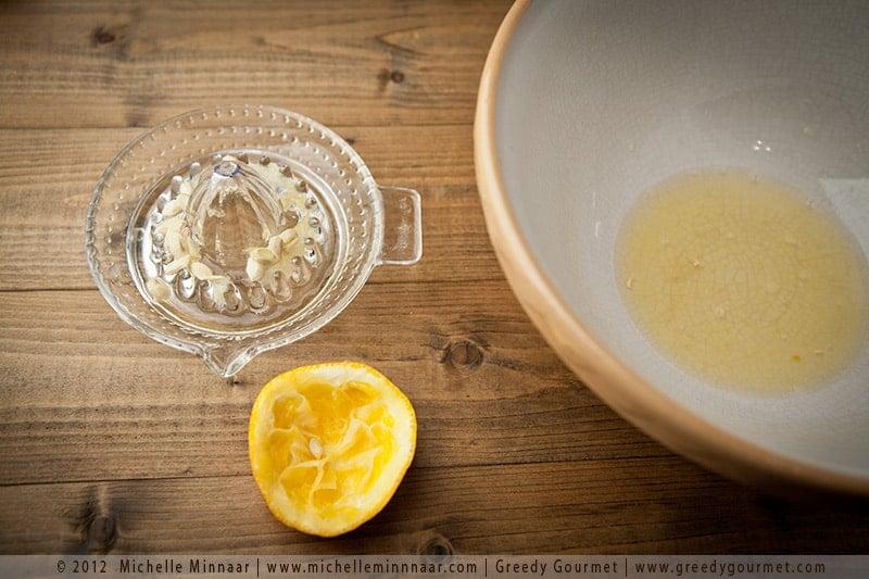 Pour all the lemon & orange juice in a big bowl