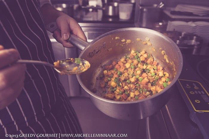 Vegetarian filling for samosas