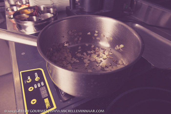 Frying spicy vegetables