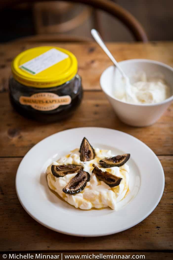 Walnuts with yogurt and syrup