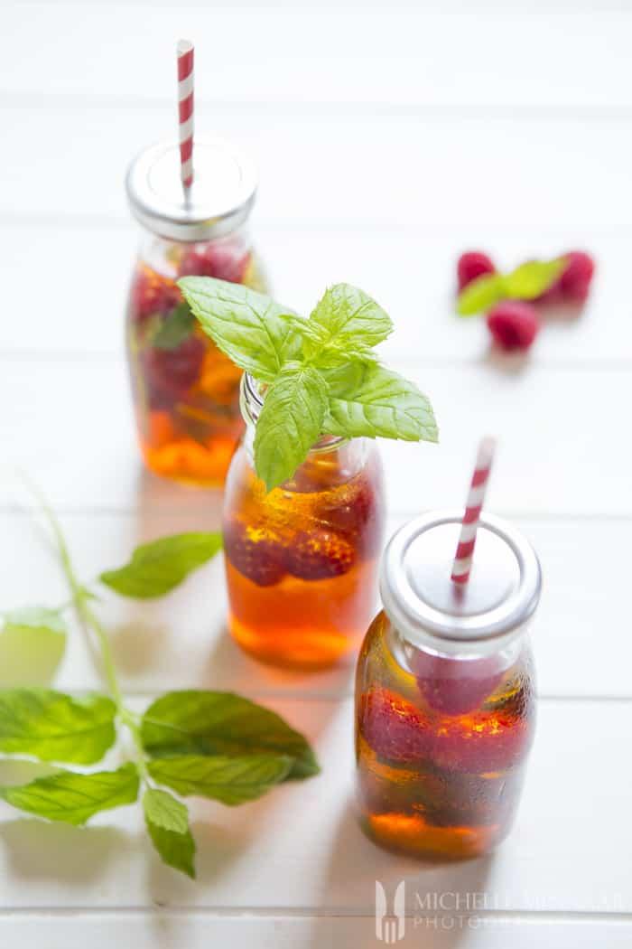 Cold red bush tea