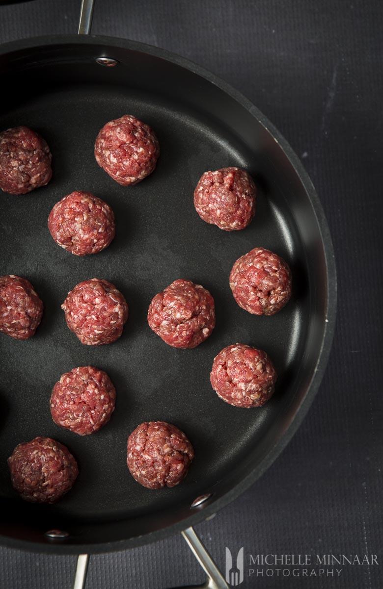 Meatballs Raw