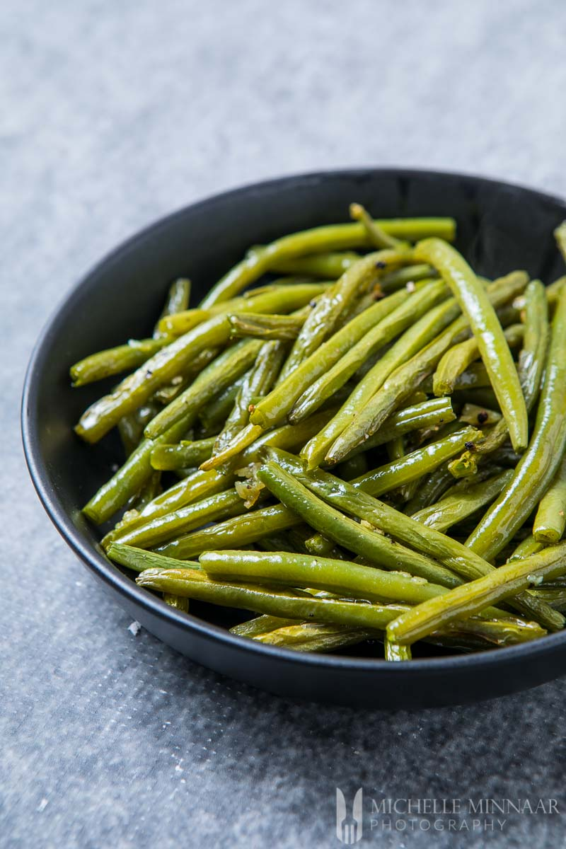 Garlic Roasted Green beans in a black bowl