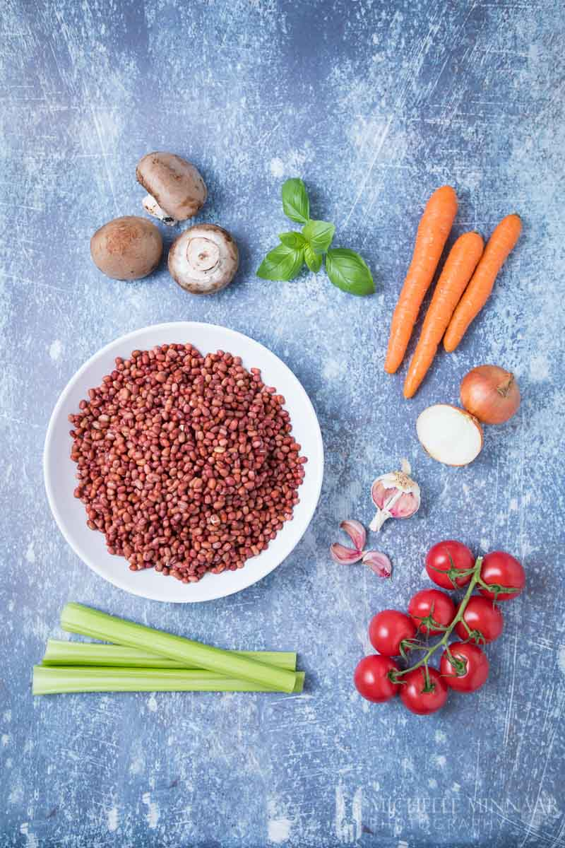 Ingredients for vegan spaghetti bolognese: Tomato Carrot Mushroom Celery