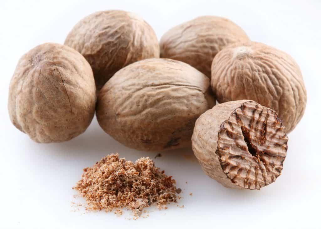 Whole and power nutmeg