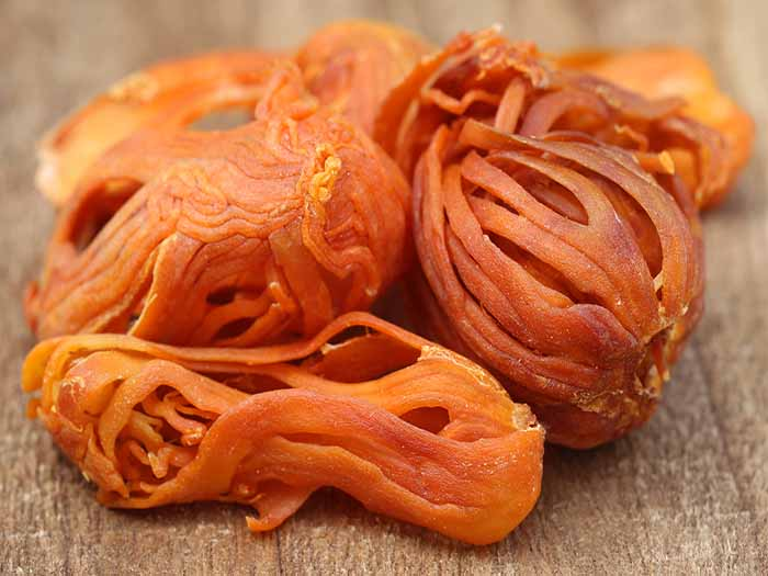 A pile of orange string like spice for cardamom substitutes