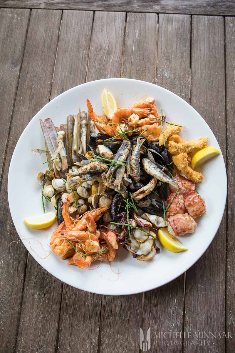 A seafood platter with fresh shrimps, and clams at t' kleine oestertje