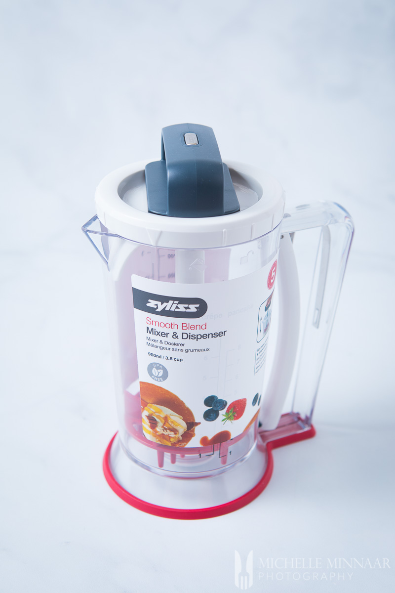 A clear zyliss smooth blend machine