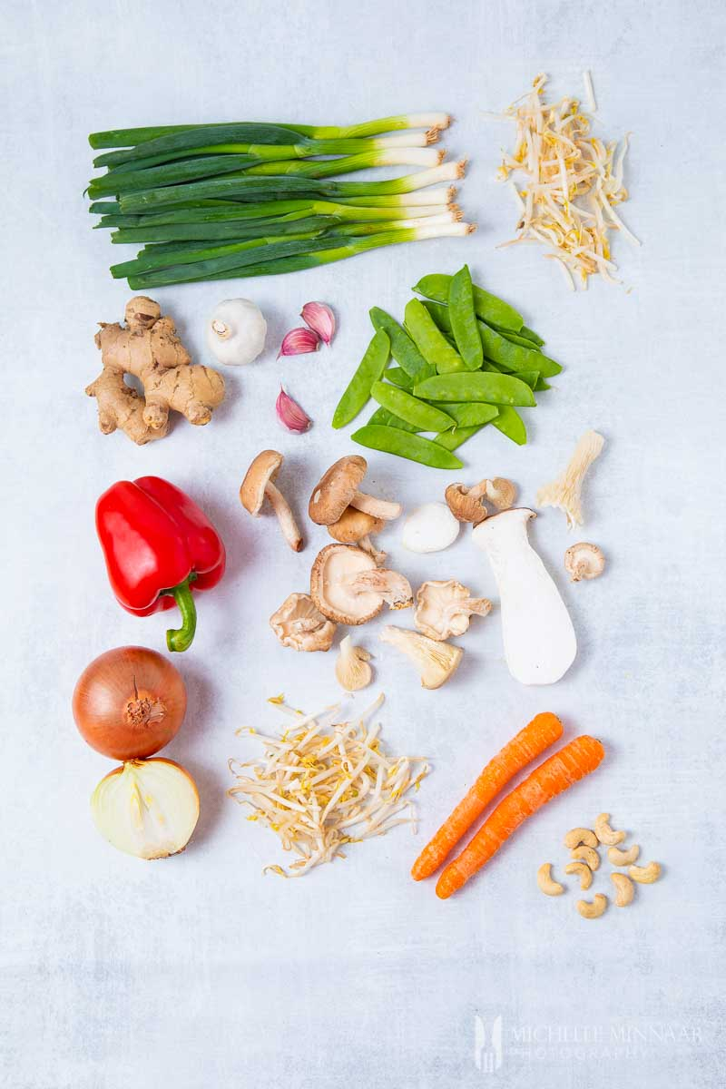 Ingredients for vegan chop suey : Bean Sprout Carrot Onion Pepperman Getout