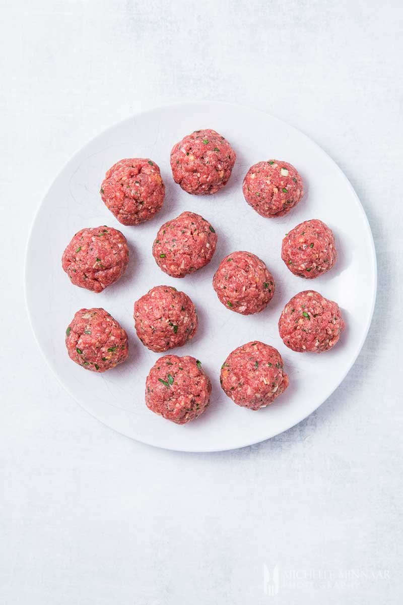 Balls of raw meat