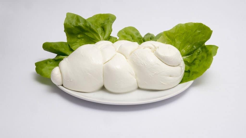 white mozzarella balls