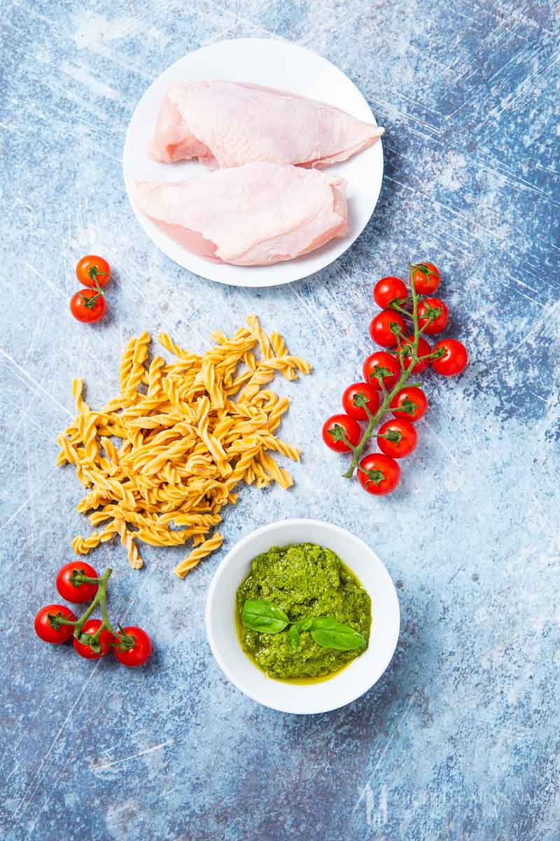 Ingredients to make chicken pesto pasta