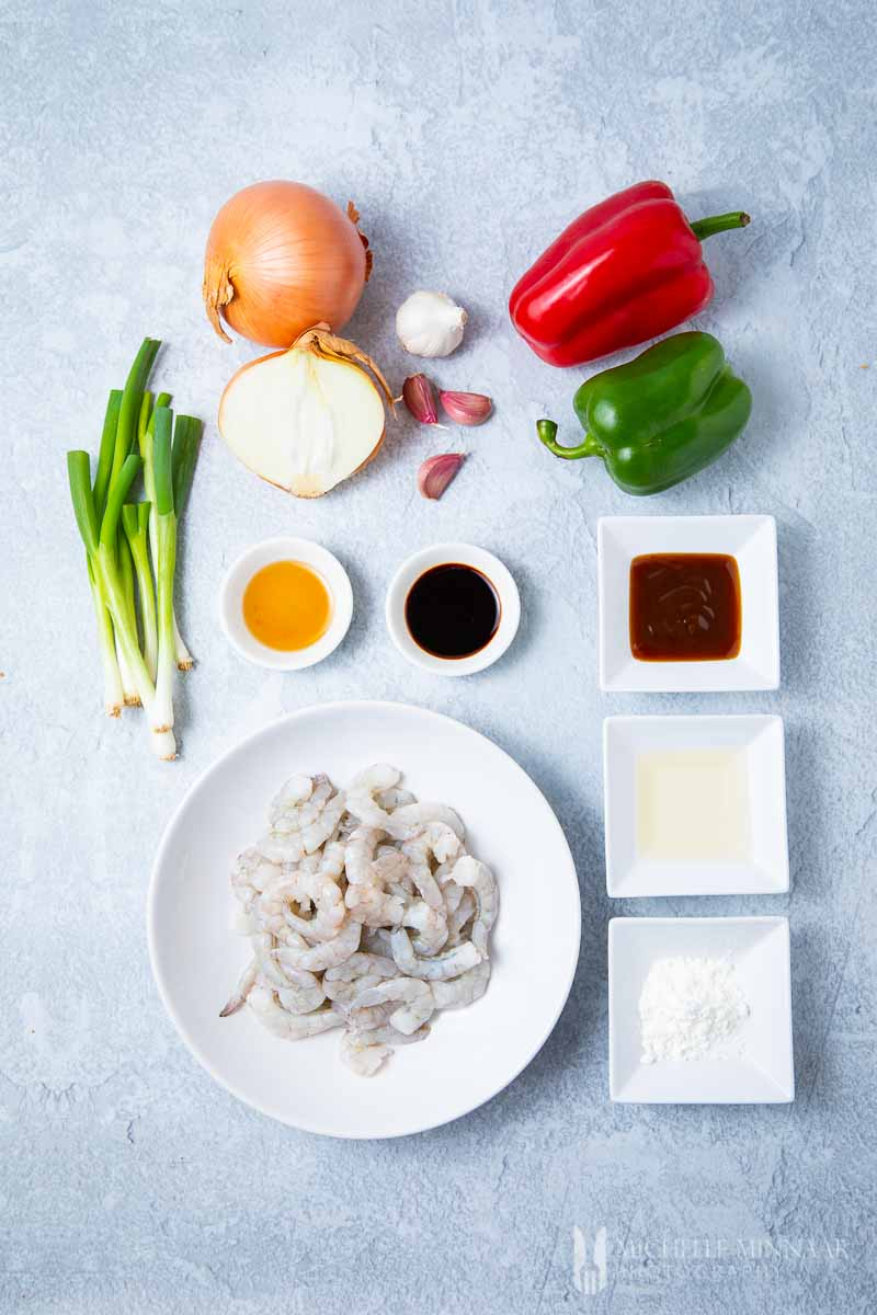 Ingredients to make shrimp in oyster sauce