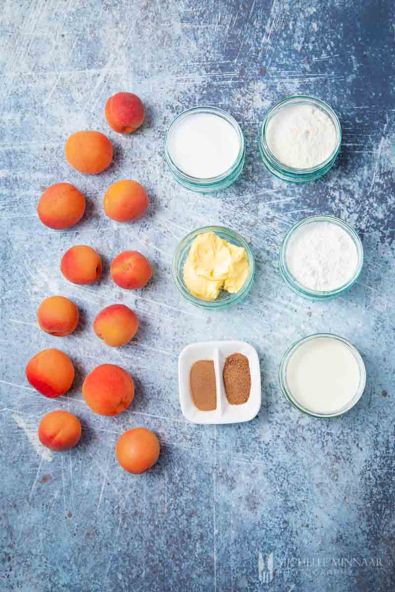 Ingredients to make apricot cobbler