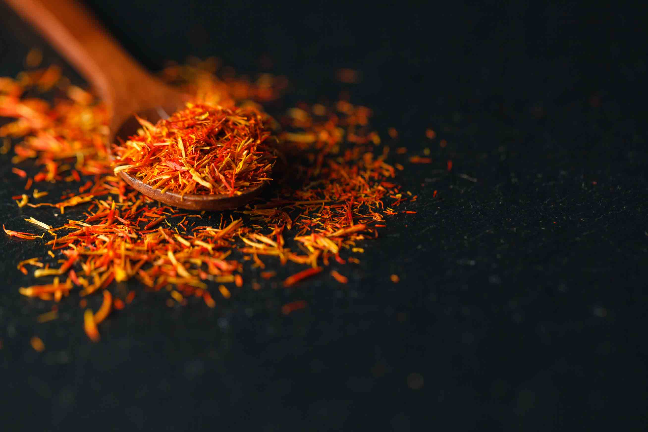 saffrom powder to be used as a turmeric substitute