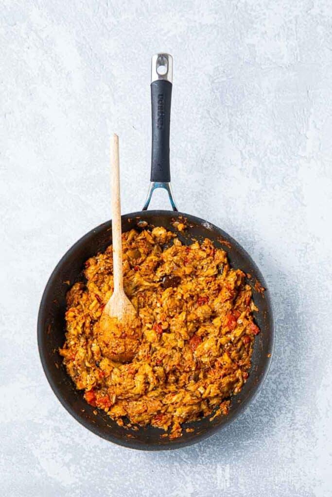 Simmer brinjal bhaji in a pan