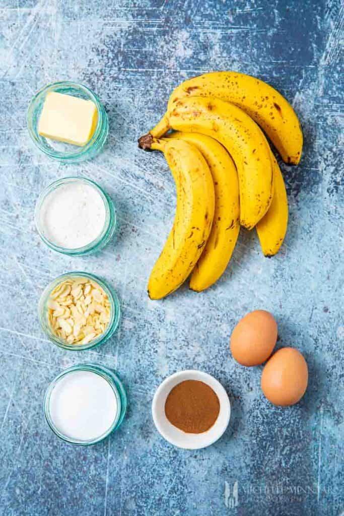 Ingredients to make banana pancakes