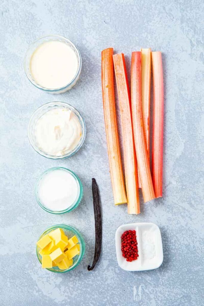 Ingredients to make a No Bake Rhubarb Cheesecake