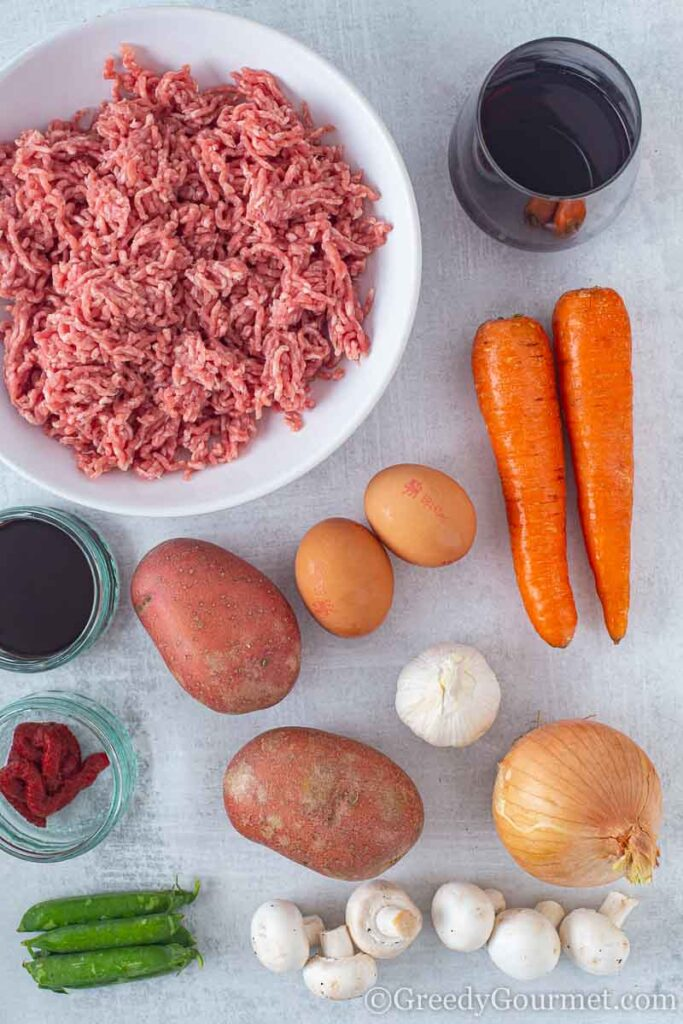 Ingredients to make a traditional cottage pie recipe